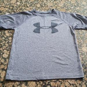 4/$25 like new boys under Armour shirt S